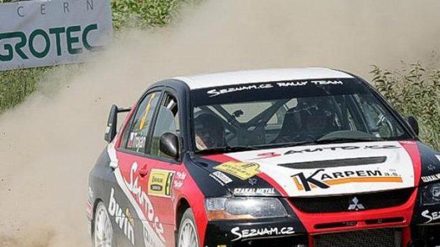Karel Trojan s vozem Mitsubishi Lancer EVO IX na trati Rallye Hustopeče.