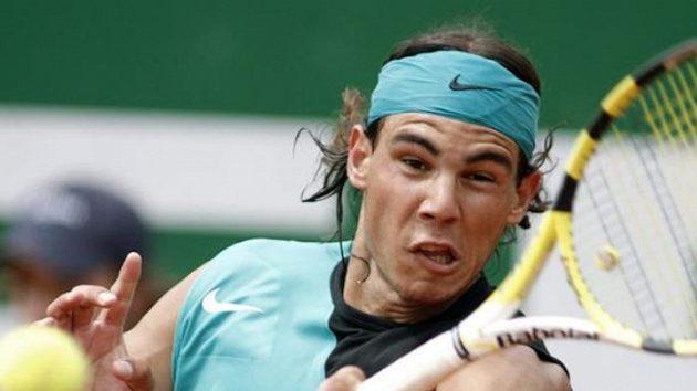 Rafael Nadal při utkání s Thomasem Johanssonem na turnaji v Barceloně.