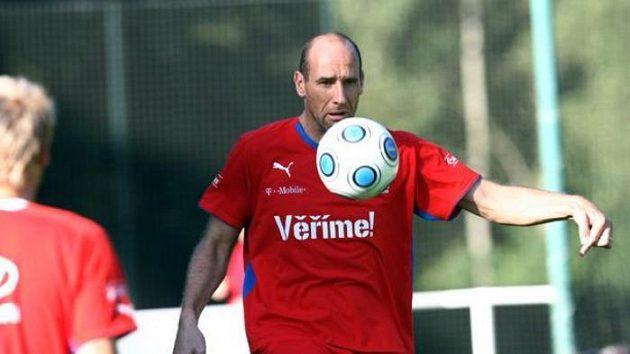 Jan Koller na tréninku fotbalové reprezentace před duelem se Slovenskem.