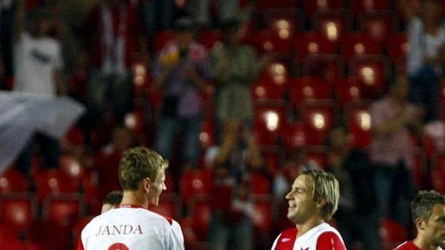 Fotbalisté Slavie Petr Janda (vlevo) a Jaroslav Černý oslavují.
