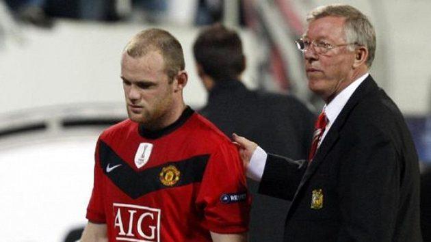 Útočník Manchesteru United Wayne Rooney je proti své vůli střídán koučem Sirem Alexem Fergusonem v utkání Ligy mistrů v Istanbulu.