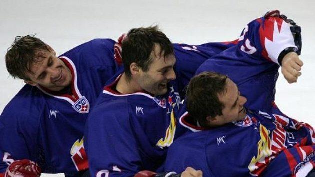 Česká trojka ve službách Magnitogorsku (zleva) Marek, Kudrna, Rolinek