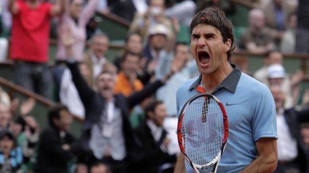 Emocionální reakce Rogera Federera v semifinále French Open s Argentincem Del Potrem.