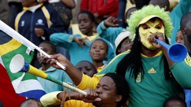Jihoafričtí fanoušci s tradičními trubkami