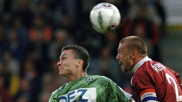 David Lafata zJablonce (vlevo) a Tomáš Řepka ze Sparty Praha vutkání první fotbalové ligy.