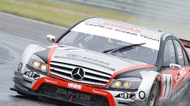 Vůz Mercedes Benz C-Klasse DTM stáje Sauto.cz Racing při vytrvalostním závodu na okruhu v Mostě.