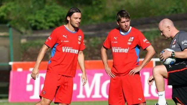Zleva Marek Jankulovski, Zdeněk Grygera, a trenér Ivan Hašek při poslední přípravě před San Marinem.
