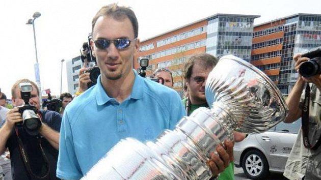Ilustrační foto. Miroslav Šatan se Stanley Cupem v Bratislavě