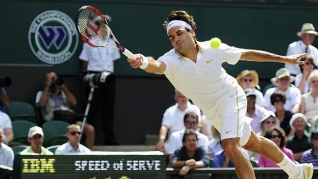 Roger Federer v semifinále Wimbledonu s Tommy Haasem