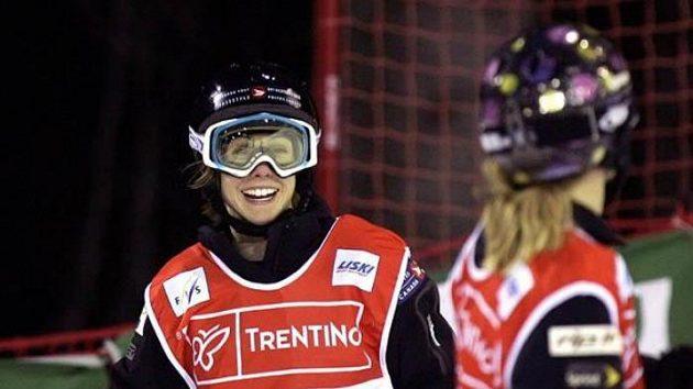 Jennifer Heilová (vlevo), přemožitelka Nikoly Sudové na MS.