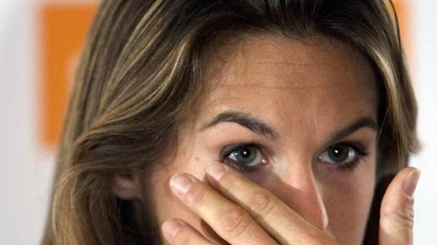 Tenistka Amélie Mauresmová se slzami v očích oznamuje konec kariéry