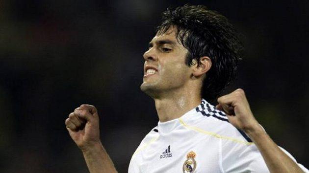 Brazilec Kaká oslavuje svůj gól.