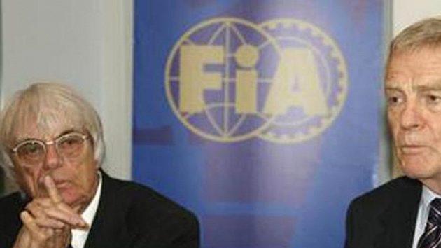 Šéf formule 1 Bernie Ecclestone (vlevo) a prezident FIA Max Mosley