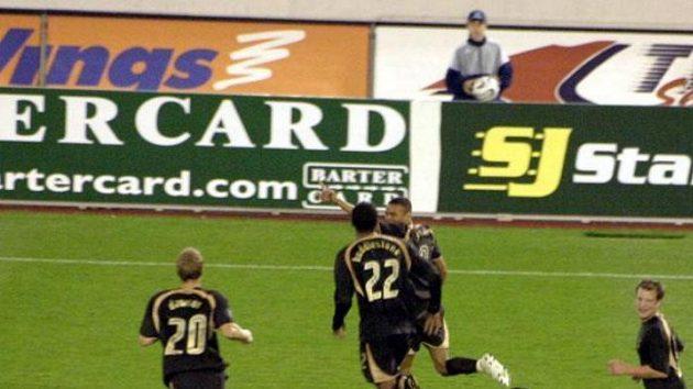 Hráči Tottenhamu se radují z gólu Jermaina Jenase (ilustrační foto)