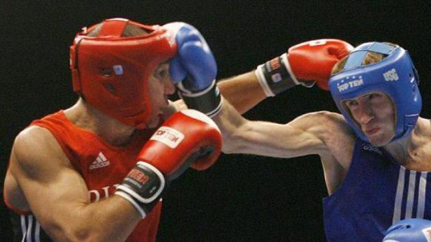 Na boxerském MS v Chicagu nastoupili proti sobě ve váze do 69 kg Andrey Balanov (vlevo) a Olexandr Stretskyy z Ruska - ilustrační fotografie.