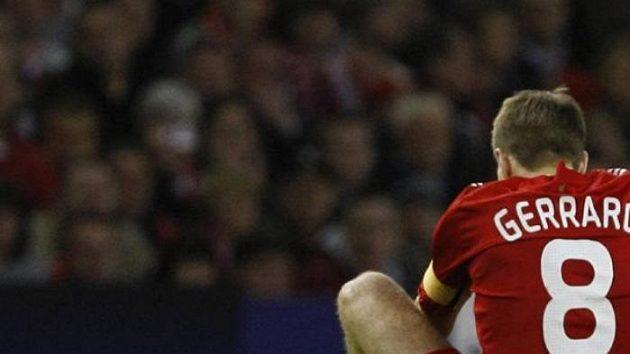 Zklamaný kapitán Liverpoolu Steven Gerrard - ilustrační foto.