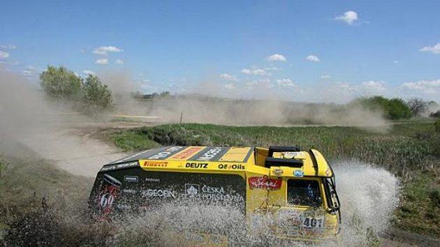 Aleš Loprais na trati 3. etapy Středoevropské rallye.
