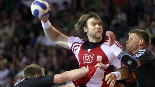 Český házenkář Horák v kvalifikačním utkání proti Lotyšsku