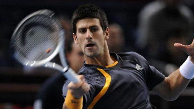 Srbský tenista Novak Djokovič v utkání proti Švédu Söderlingovi v Paříži