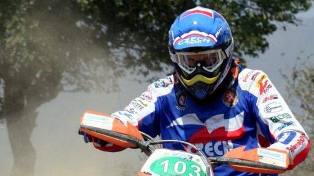 Český jezdec Tomáš Engel ve čtvrté etapě 83. ročníku motocyklové Šestidenní