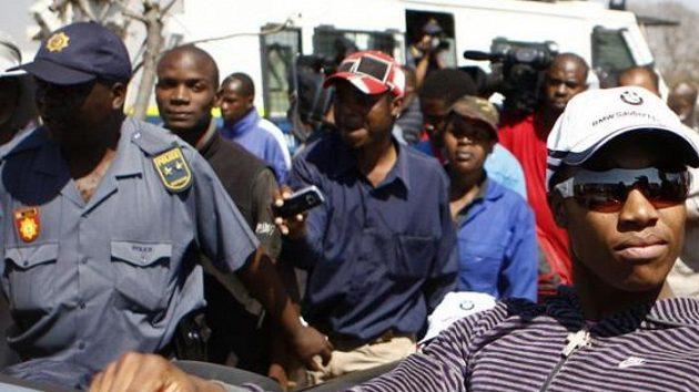 Jižní Afrika stojí za svou hrdinkou Caster Semenyaovou