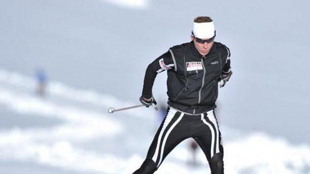 Lukáš Bauer při přípravě na dachsteinském ledovci.