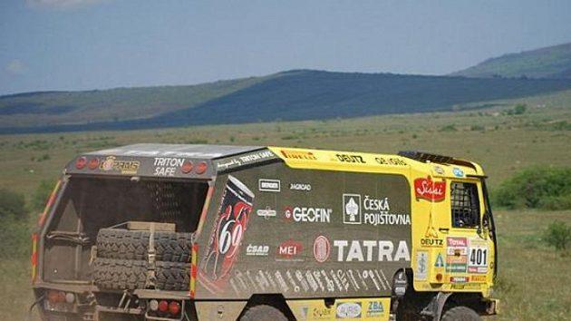 Aleš Loprais na trati čtvrté etapy Středoevropské rallye.