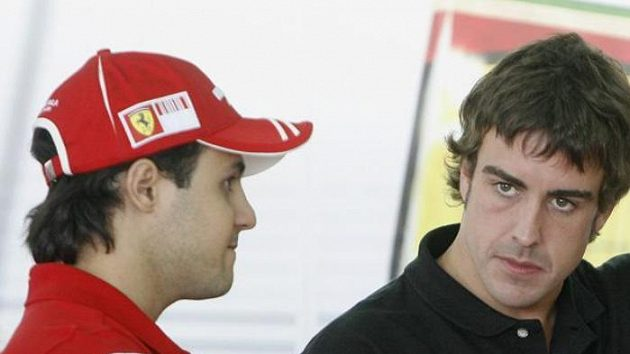 Budoucí parťáci ve Ferrari. Fernando Alonso (vpravo) a Felipe Massa.