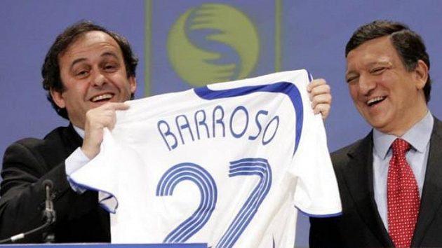 Francouzský předseda UEFA Michel Platini (vlevo)
