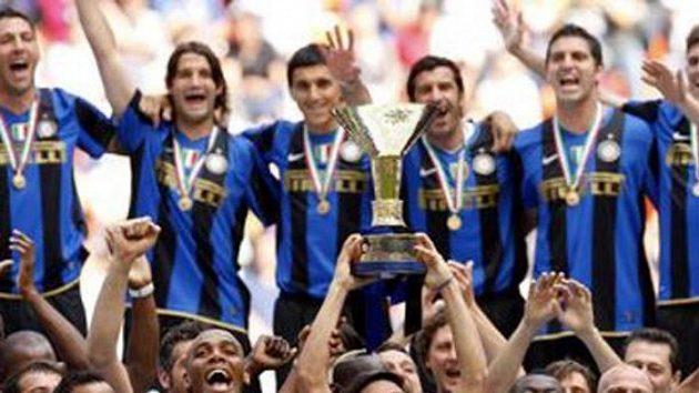Fotbalisté Interu Milán budou obhajovat vítězství v Serii A.