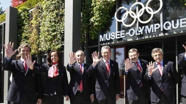 Zástupci kandidátských zemí na OH v roce 2016 před Olympijským muzeem v Lausanne