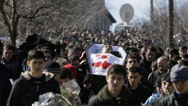 Pohřeb gruzínského sáňkaře Kumaritašviliho.