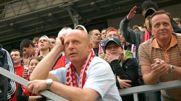 Trenér Slavie Karel Jarolím na tribuně během utkání proti Liberci