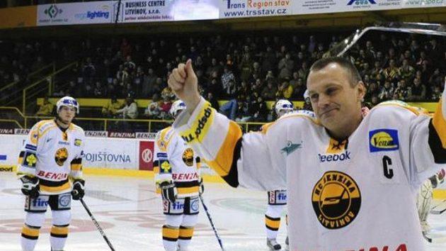 Litvínovský sportovní manažer a kapitán týmu Robert Reichel dovršil v závěru základní části kulaté jubileum - 1500 odehraných zápasů v nejvyšších soutěžích v Evropě a v zámoří.
