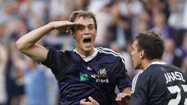 Tom De Sutter (vlevo) oslavuje gól Anderlechtu proti Sivassporu - ilustrační foto.