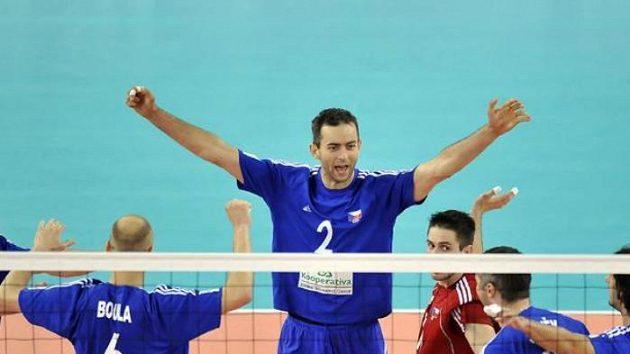 Hráči českého celku se radují z výhry v druhém setu nad Belgií.