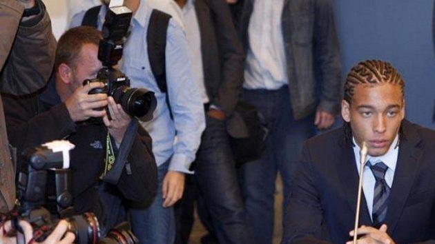Fotbalista Standardu Lutych Axel Witsel čeká na výrok disciplinární komise.