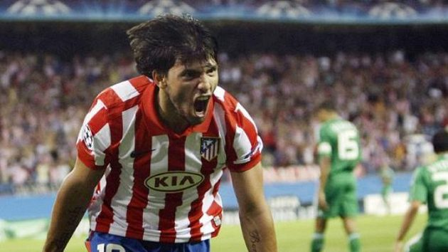 Sergio Aguero z Atlétika Madrid se raduje z gólu.