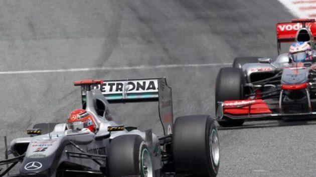 Michael Schumacher a Jenson Button (vpravo) při Velké ceně Španělska