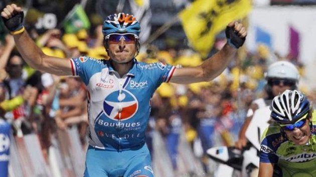 Francouzský cyklista Pierrick Fedrigo (vlevo) se raduje z vítězství v deváté etapě Tour de France.