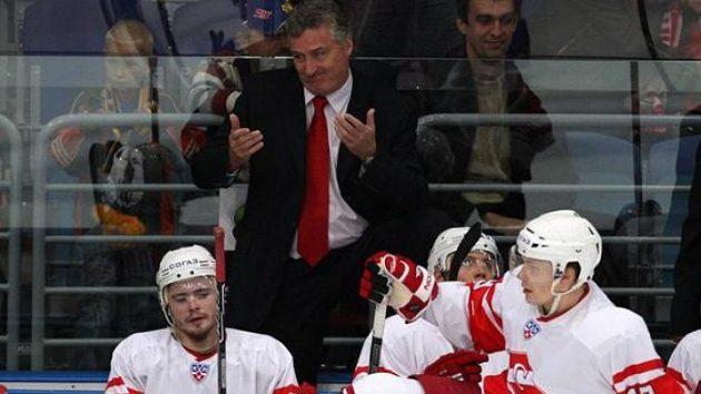 Český trenér Miloš Říha (vlevo) na lavičce Spartaku Moskva.