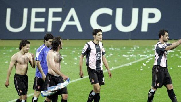 Hráči Espaňolu oslavují po vítězném utkání semifinále Poháru UEFA proti Werderu Brémy.