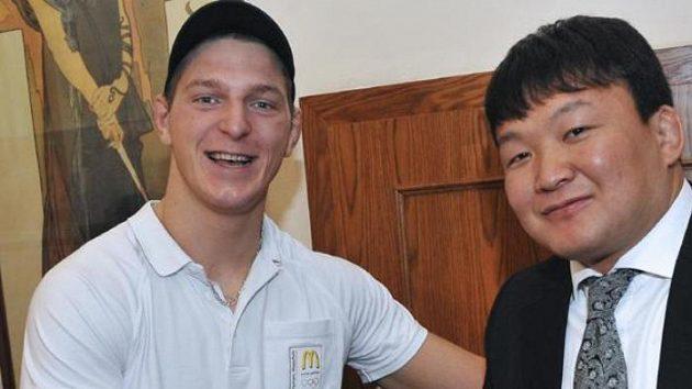 Lukáš Krpálek (vlevo) a olympijský vítěz Naidan Tuvšinbajar