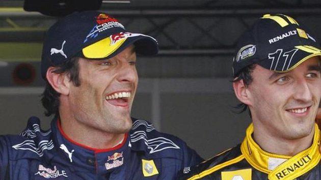 Nadšený Mark Webber ze stáje Red Bull (vlevo) po vítězství v kvalifikaci na GP Monaka. Vpravo Robert Kubica z Renaultu, který skončil druhý.