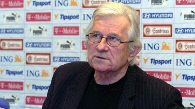 Trenér fotbalové reprezentace Karel Brückner