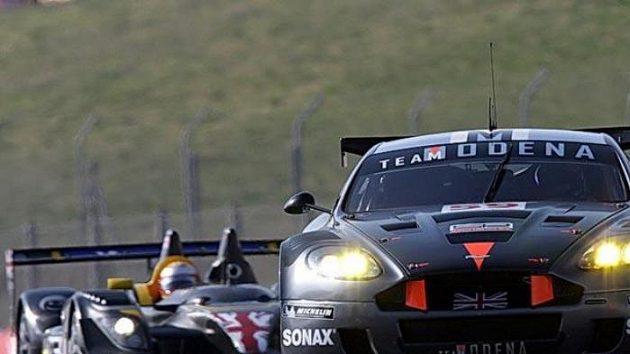 Tomáš Enge za volantem vozu Aston Martin DBR9 - ilustrační fotografie