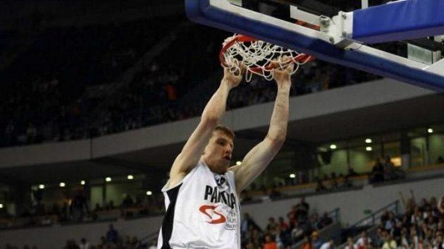 Basketbalista Jan Veselý v dresu Partizanu Bělehrad