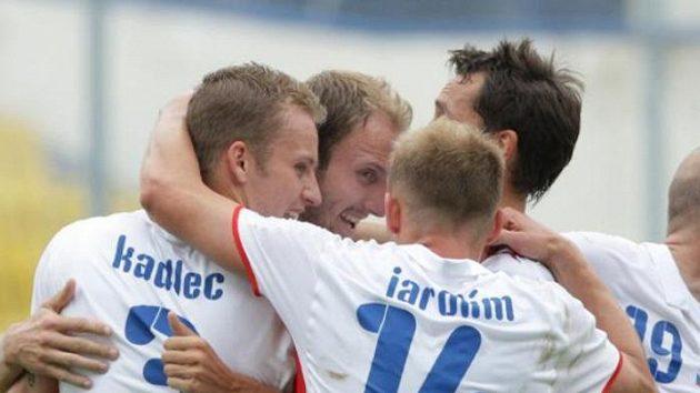 Radost českých fotbalistů z gólu do sítě Belgie v přátelském utkání proti Belgii