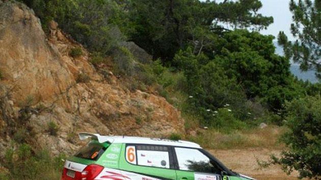 Jan Kopecký s vozem Škoda Fabia S2000 na trati Italské rallye na Sardinii.