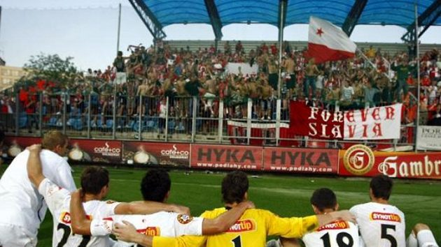 Po šťastném vítězství v Českých Budějovicích se fotbalisté Slavie radovali, jenže zkouška pravdy je čeká až ve čtvrtek.